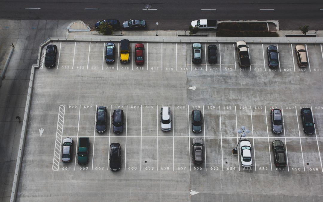 Zarysowanie na parkingu – odpowiedzialność